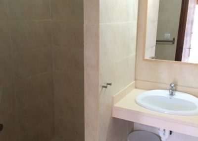 7-bathroom-no2
