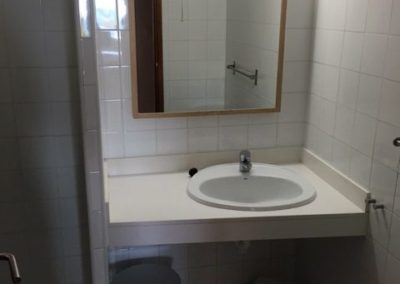 9-bathroom-no-20