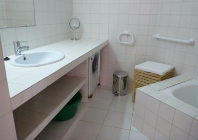 bathroom-apt-c