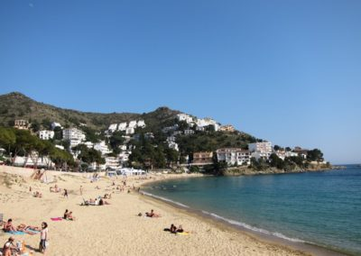 playa-canyelles-petites-apartaments-casa-caliente